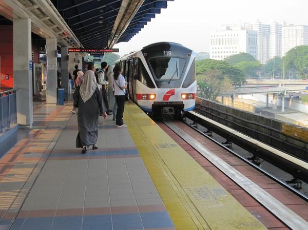 Så här ser Light Rail transittågen ut i Kuala Lumpur.