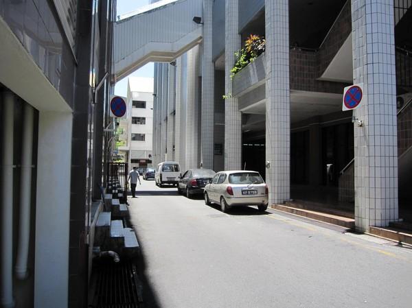 En av de många smala gator som finns i Bandar Seri Begawan.
