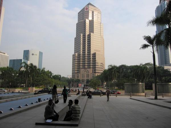 Skyskrapa bredvid Petronas Towers.