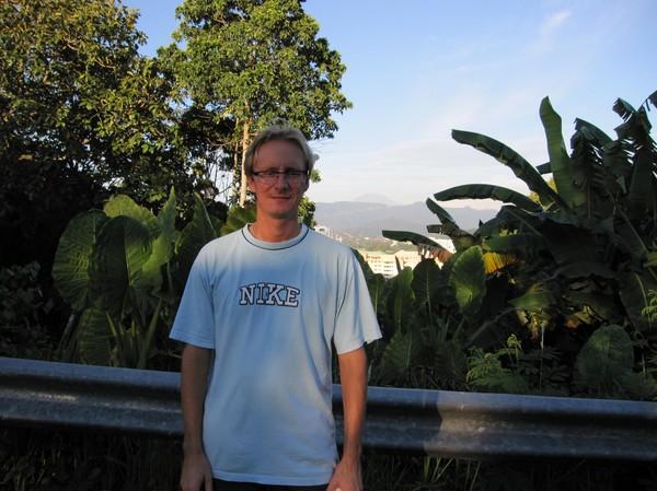 I närheten av Signal hill, Kota Kinabalu. Till höger om mig syns Mount Kinabalu!