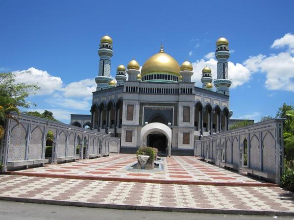 Jame'Asr Hassanal Bolkiah Mosque, en bit utanför centrala Bandar Seri Begawan.