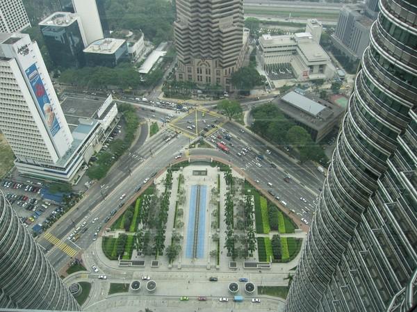 Foto från skybridge. Platsen nere på marken är där jag stod på föregående bild!