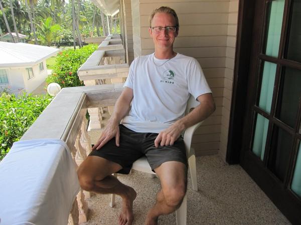 Slappar på balkongen till hotellrummet, Santa Fe Beach Club, Bantayan island.