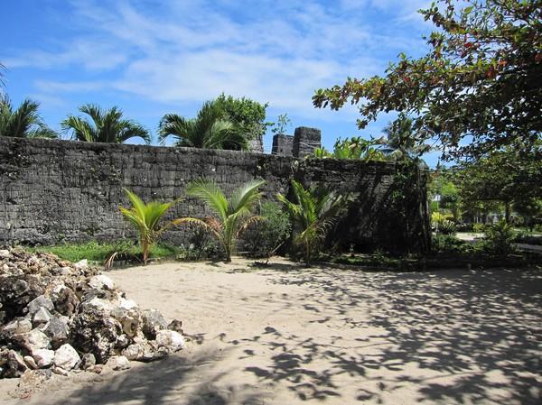Rester av ett spanskt fyrtorn, Madridejos, Bantayan island.