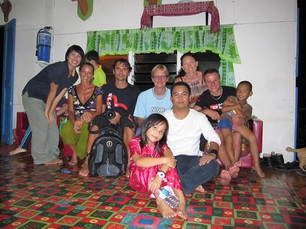Gruppfoto sista kvällen då vi hade fest. Med på bilden är allas vår favoritunge Ronaldo!
