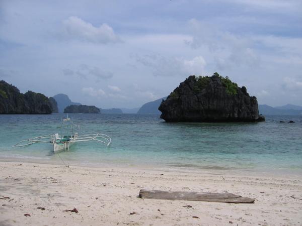Bangka, ett av Filippinernas viktigaste färdmedel, El Nido, Palawan.
