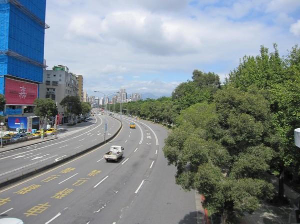 Daan Park till höger i bild. Trafiken ser tam ut, men bilden ljuger!
