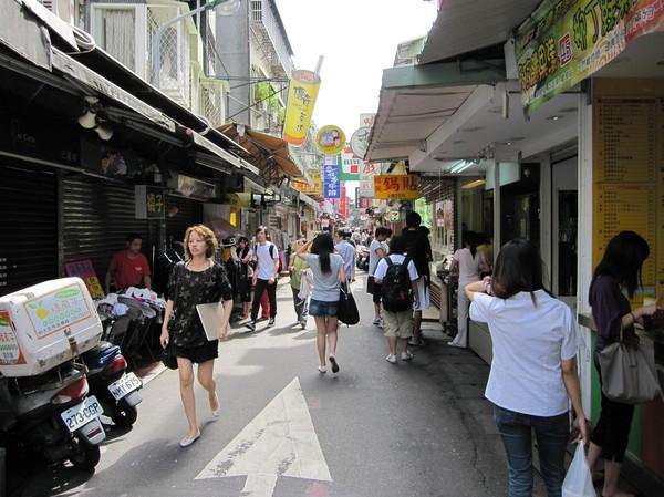 Gatuvy i centrala Taipei. Den här delen av staden nära stadens stora universitet vet jag inte vad den kallas, men riktigt häftig var den!