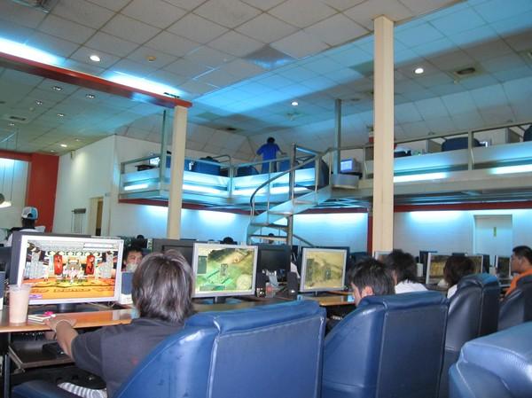 Rejält stort internet café här i Hualien. De flesta spelar spel, vilket är jätterstort här i Taiwan, precis som i många andra delar av Asien.