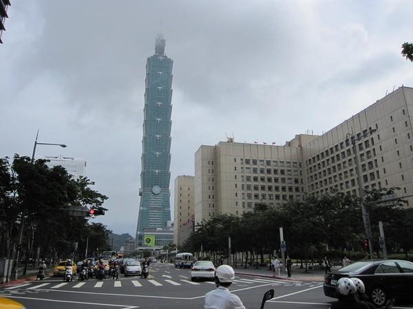 Taipei 101 ett kvarter bort.