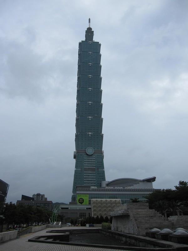 Detta var så nära jag kunde komma Taipei 101 och ändå få med hela byggnaden.