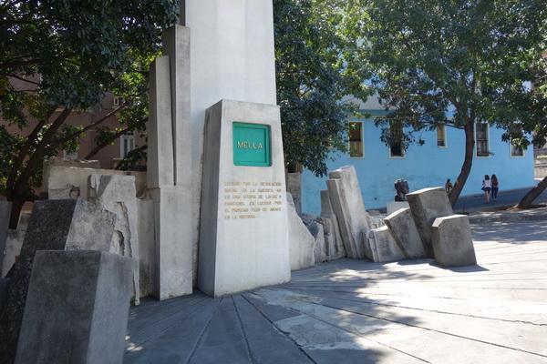 Monumento a Julio Antonio Mella, grundaren av det första kubanska kommunistpartiet 1925. Monumentet finns nedanför trapporna upp till Universidad de la Habana, Vedado.