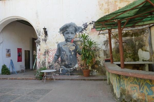 Innergård någonstans i Habana Vieja, Havanna.