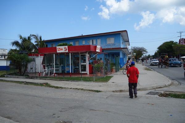 Är man sugen på en kycklingmåltid finns det resurser, Guanabo, Playas del Este, Havanna.