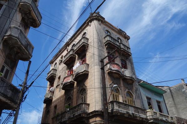 Byggnad någonstans i Centro Habana, Havanna.