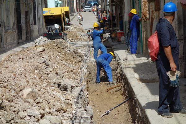 Renovering av gata i Centro Habana, Havanna.