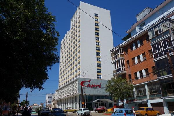 Klassiska Hotel Capri byggt i modernistisk stil på 50-talet. Stängdes 2003 och öppnade igen 2014 efter totalrenovering. Vedado, Havanna.