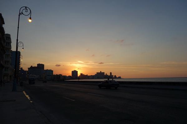 Solnedgång längs Malecon, Havanna.