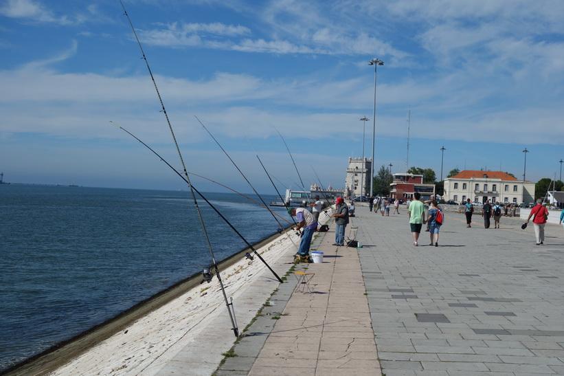 Vy med Torre de Belém skymtandes i bakgrunden, Belém, Lissabon.