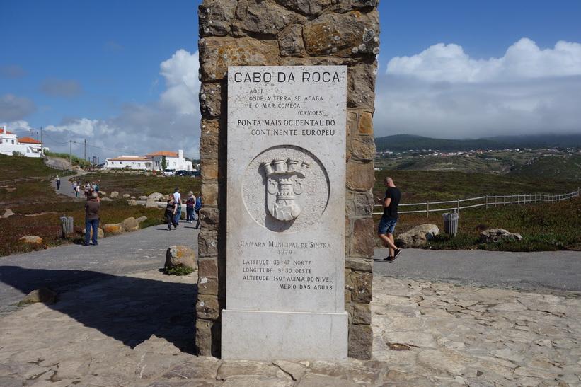 Monumentet som deklararerar Cabo da Roca som den västligaste punkten på det europeiska fastlandet, Portugal.