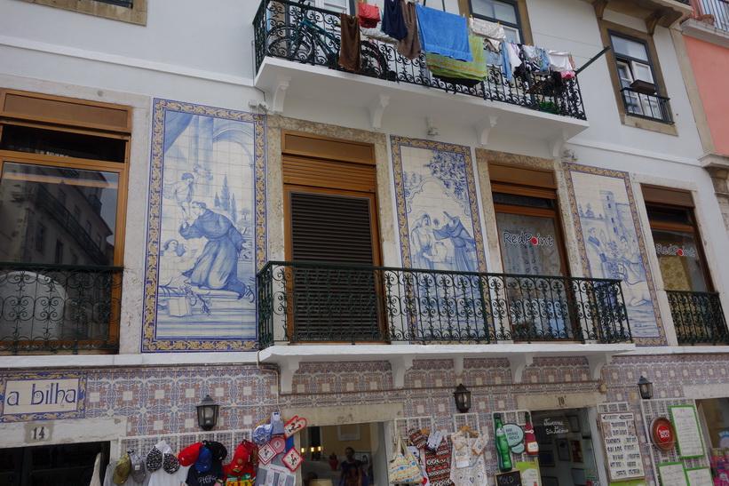 Vacker fasad längs min vandring upp till Castelo de São Jorge, Lissabon.