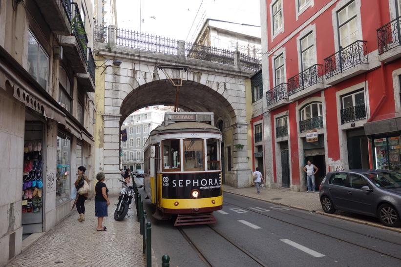 Gatuscen i södra Lissabon.