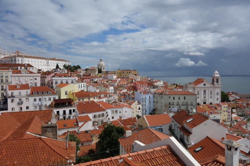 Utsiktsplats Miradouro das Portas do Sol, Lissabon.
