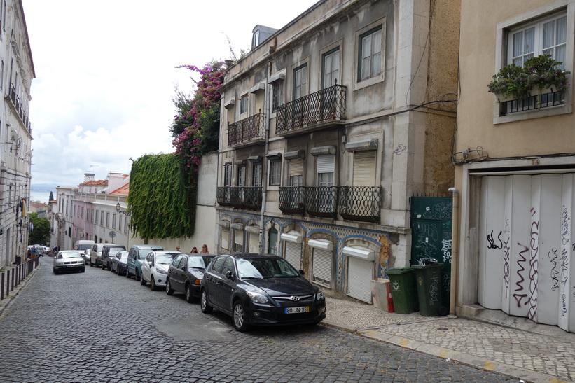 På väg upp till Miradouro da Graça, Lissabon.