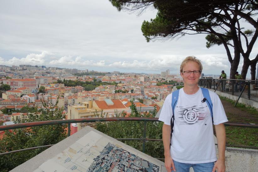 Stefan vid utsiktsplats Miradouro da Senhora do Monte, Lissabon.