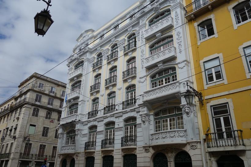 Vacker arkitektur i centrala Lissabon.