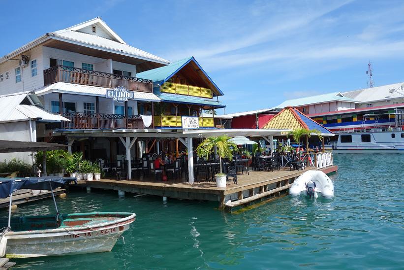 Hotell vid vattnet i Bocas Town, Bocas del Toro.