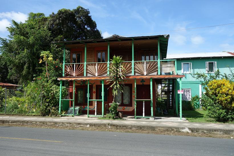 Typisk karibisk arkitektur i Bocas Town, Bocas del Toro.