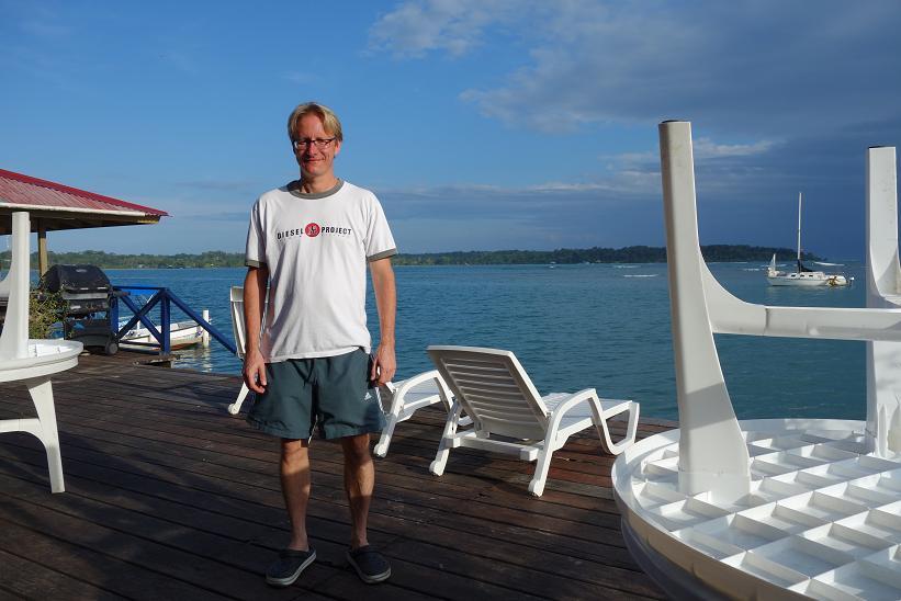 Stefan på frukostverandan på Vista Mar Hotel, Bocas Town, Bocas del Toro.