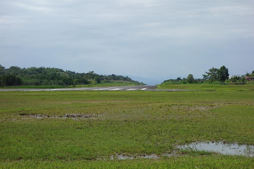 Landningsbanan på flygplatsen i Bocas Town, Bocas del Toro.