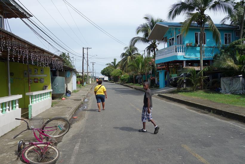 Gatuscen i Bocas Town, Bocas del Toro.