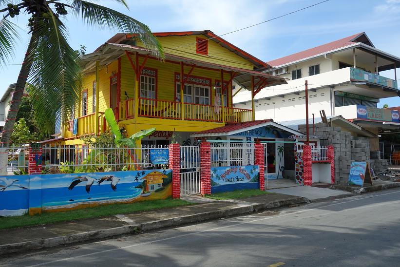 Fin arkitektur i centrala Bocas Town, Bocas del Toro.
