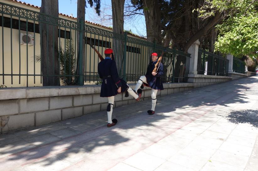 Jag lyckades få en liten privat show av dessa två soldater ur nationalgardet (evzone) långt ifrån alla turister, Aten.