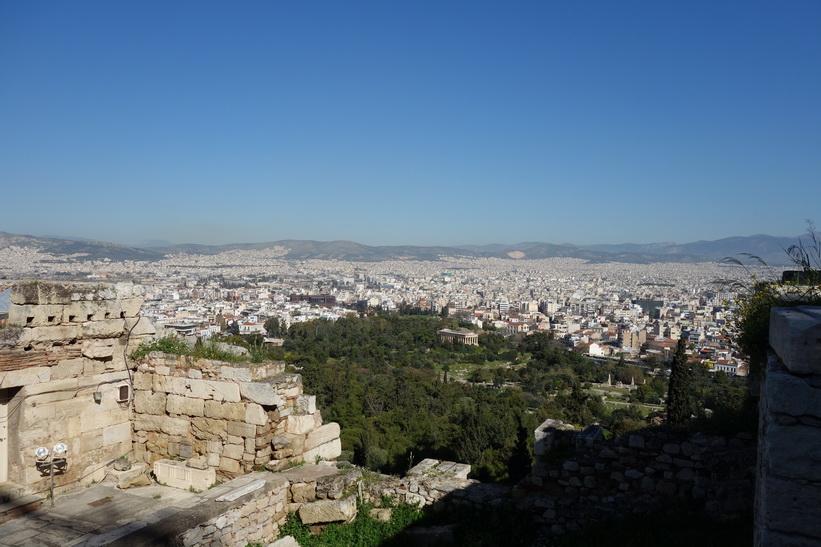 Utsikt över den antika Agoran och delar av centrala Aten från Akropolis, Aten.