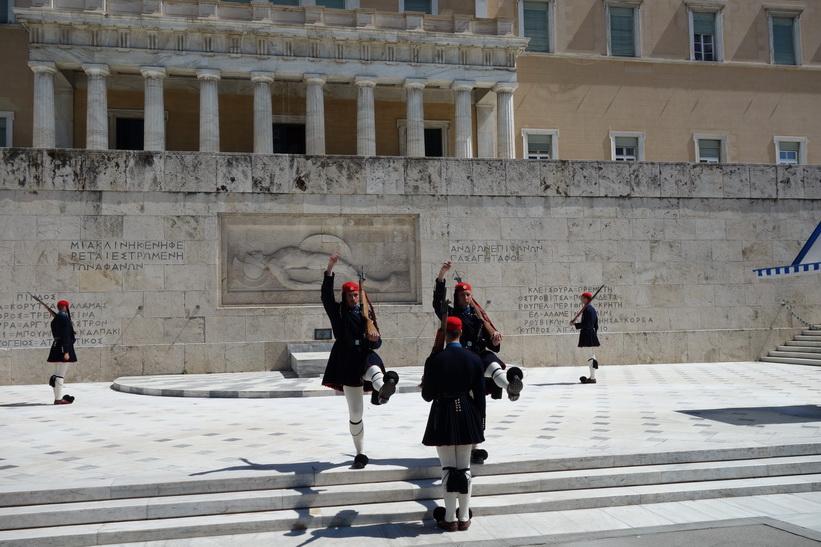 Nationalgardets vaktparad framför parlamentet, Aten.