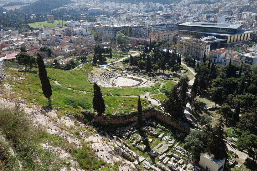 Dionysosteatern sedd ifrån Akropolis-klippan, Aten.