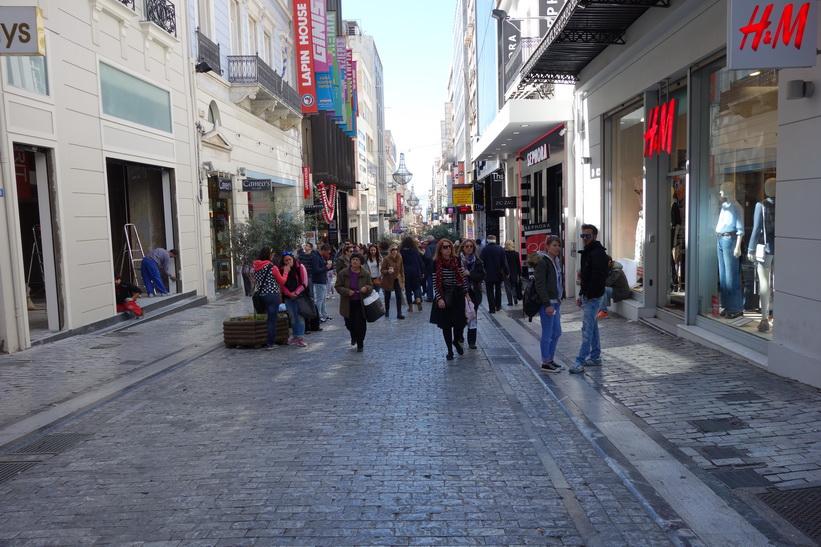 Längs gågatan Ermou i centrala Aten.
