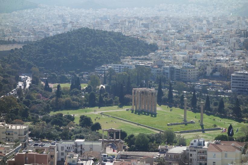Utsikt över Aten och Zeustemplet från Akropolis.