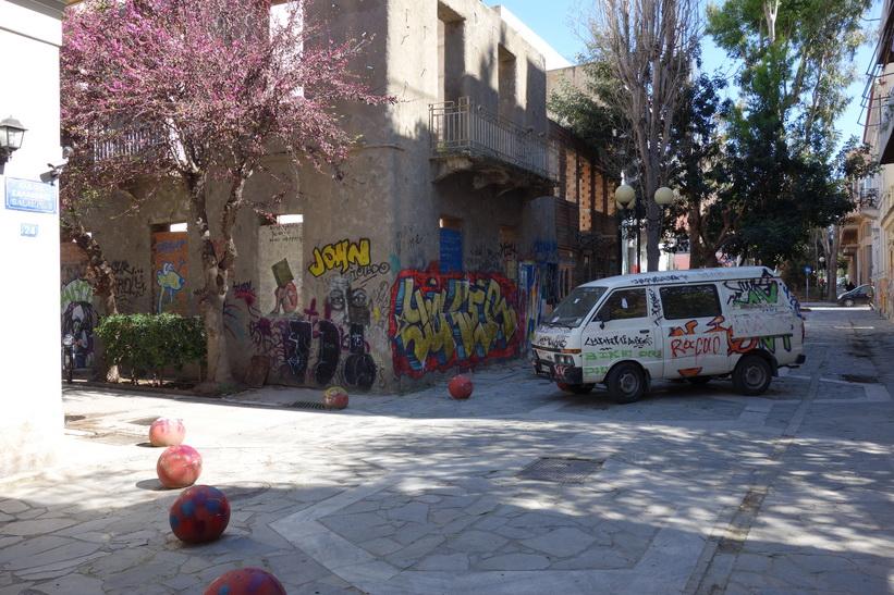 Gatuscen någonstans i stadsdelen Psiri, Aten.