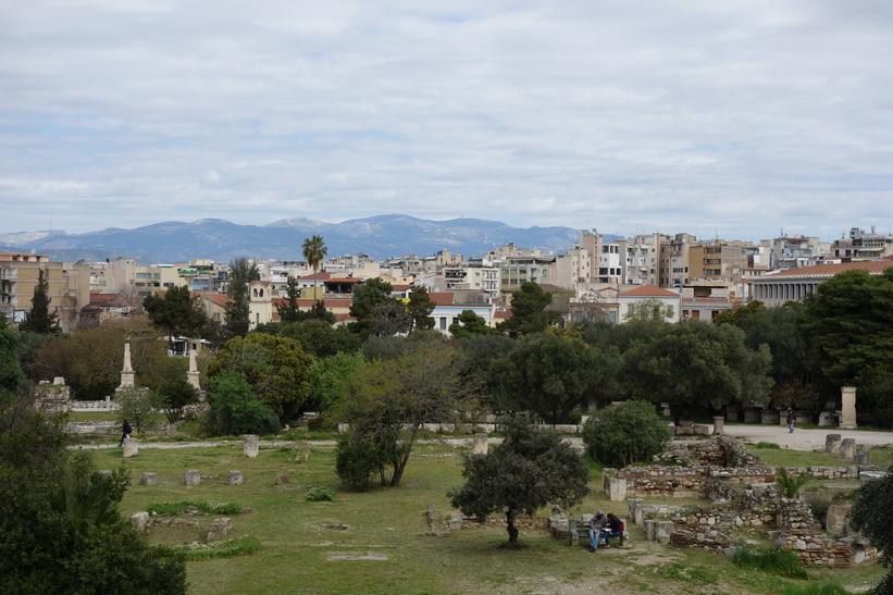 Vy över den antika Agoran med centrala Aten i bakgrunden.