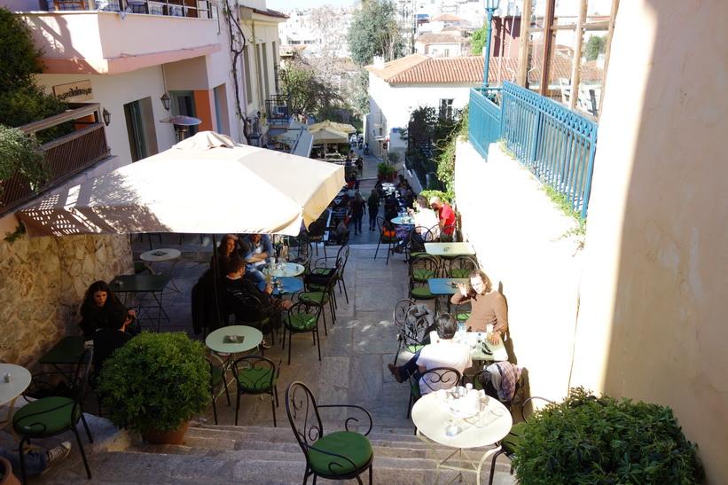 Gatuscen någonstans i stadsdelen Plaka, Aten.