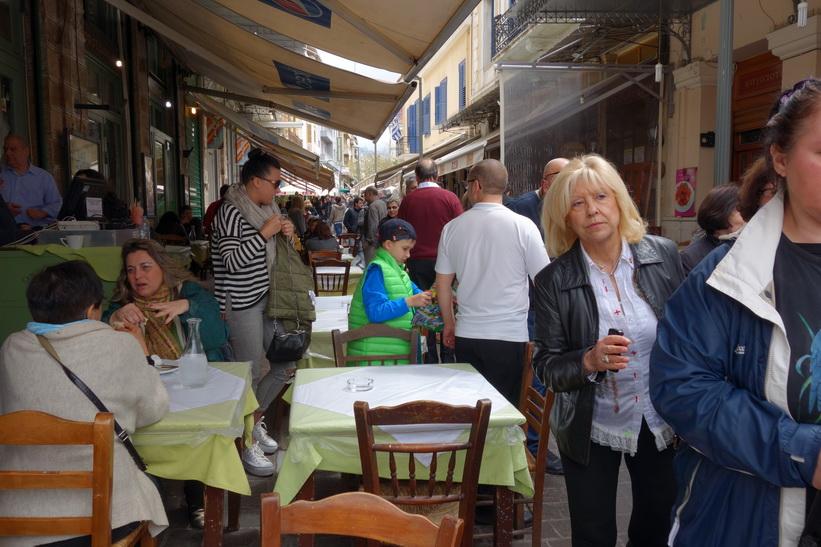 Folklivet längs gatan Mitropoleos, Aten.