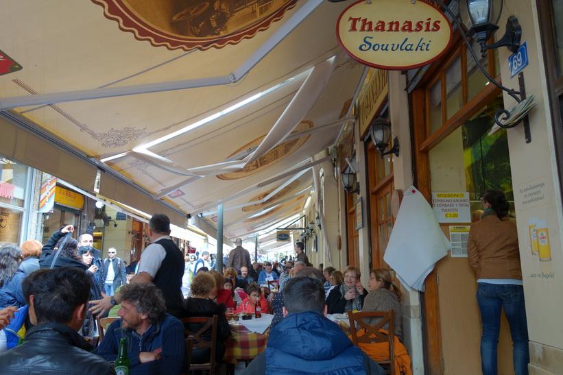 Lunch på Thanasis Souvlaki, Mitropoleos, Aten.