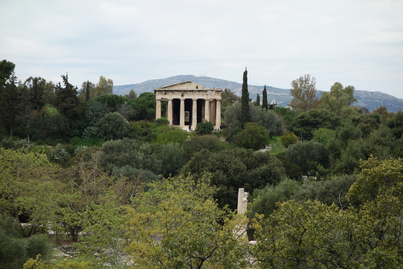 Utsikt från Attalos stoa över den antika Agoran med Hefaistotemplet i bakgrunden, Aten.