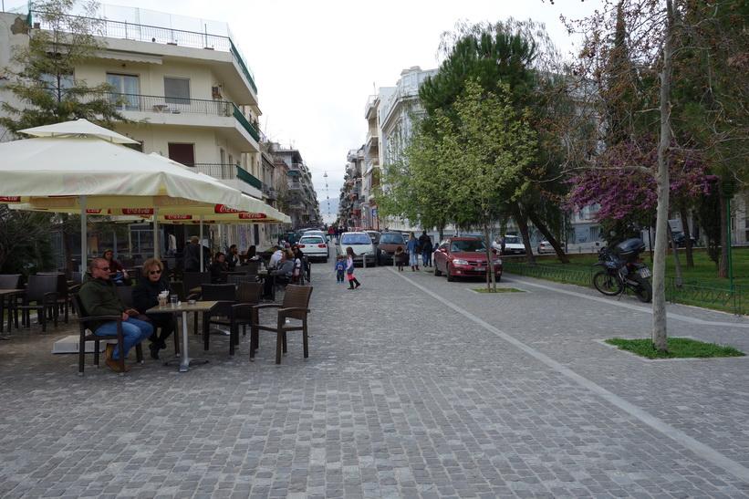 Någonstans längs den grandiosa promenaden i centrala Aten.