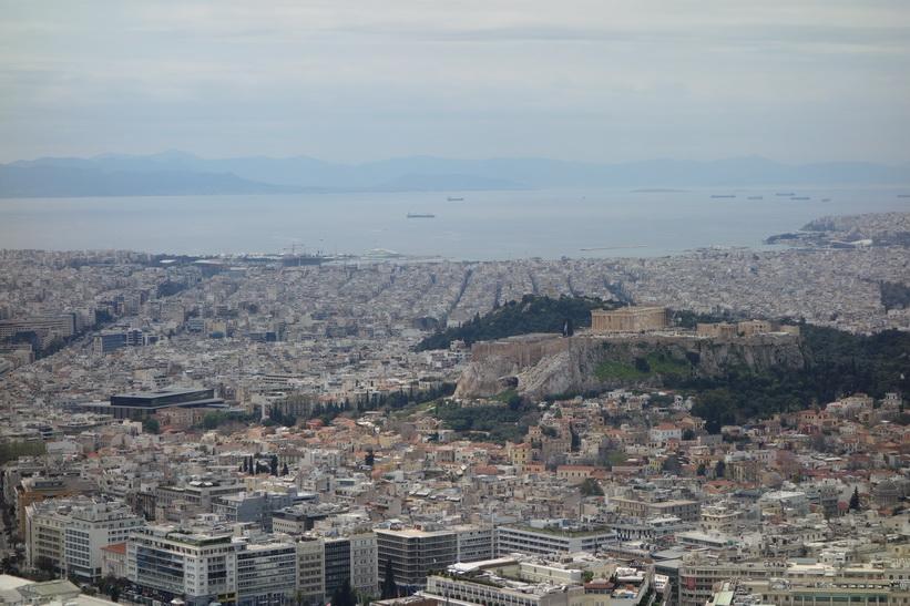 Utsikt över Akropolis och centrala Aten från Lykavittóskullen.